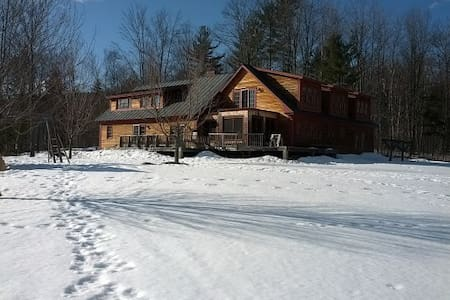 Amazing custom home on 40+ acres - Chester - Ház
