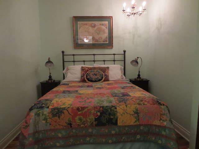 Chrysocolla Inn - Turquoise Room