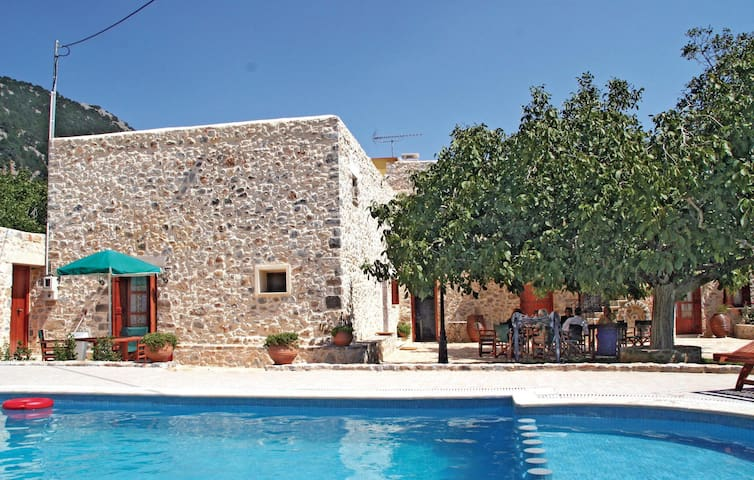 Holiday cottage with 5 bedrooms on 240m² in Sfakia Crete