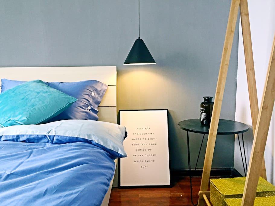 主卧:1.8的双人床:文艺小清新