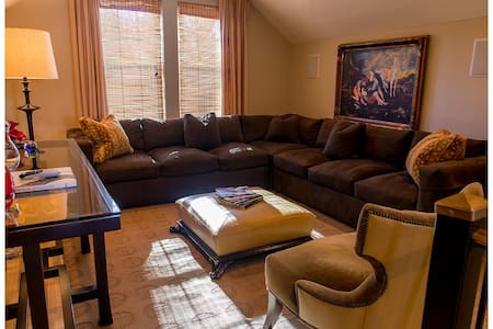 Downtown Executive Flat - Greenville - Huoneisto