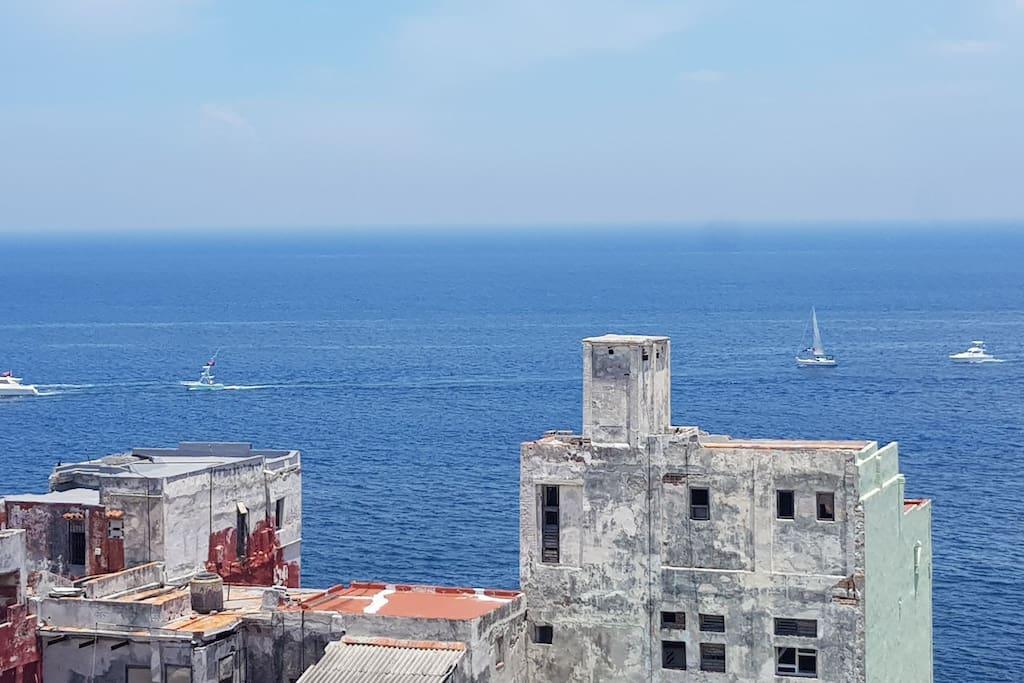 vista a la ciudad y al mar