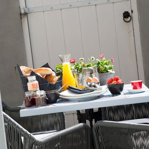 Breakfast on the private terras