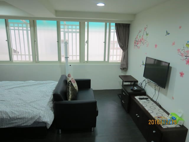 西門町899  電梯.捷運西門站.MRT Ximen  房內有衛浴設備,對外景觀窗 - Wanhua District - House