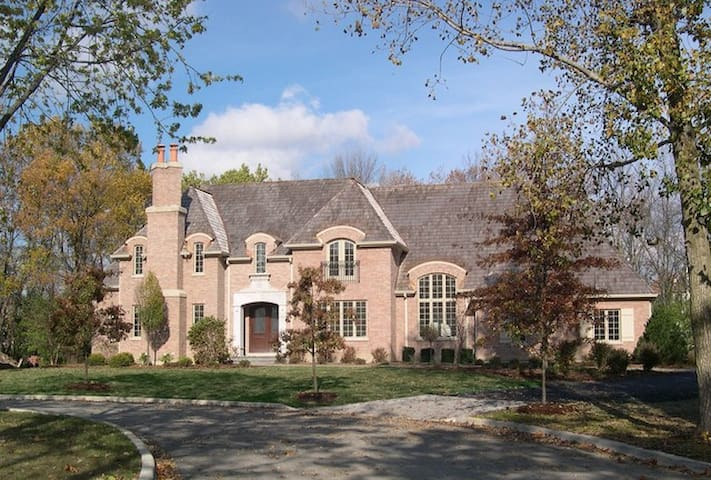 BEAUTIFUL MANSION NEAR O'HARE AND CHICAGO!!!!!!!!!