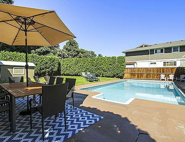 Enormous Kelowna Pool Home