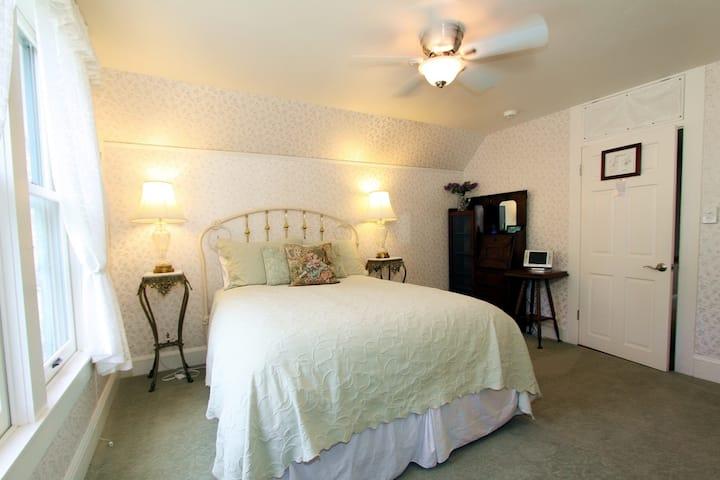 Tea Rose Room at Case Ranch Inn