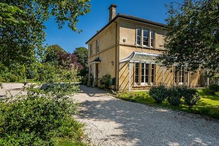 Large elegant property between Bristol and Bath