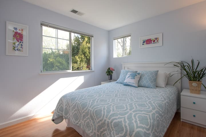 Stylish living in Silicon Valley - Sunnyvale - Casa