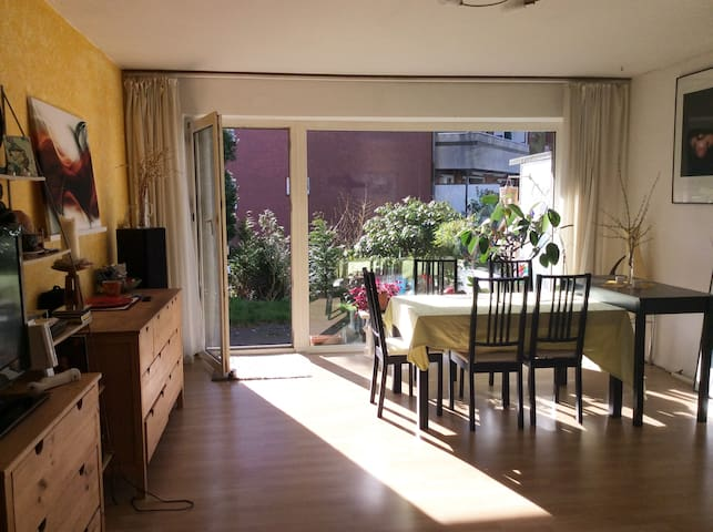 Quiet and bright accommodation with terrace - Hamburg - Flat