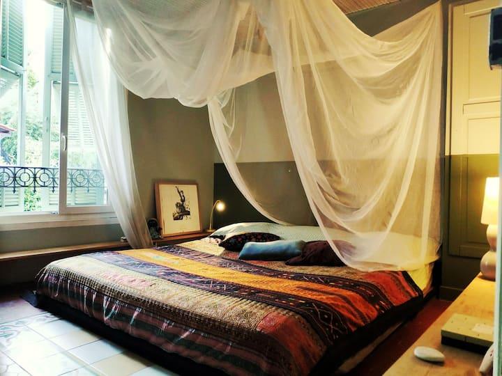 Chambre dans villa typique niçoise très calme