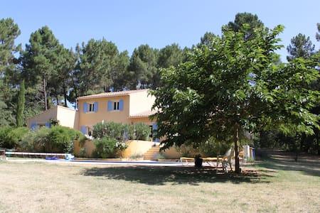 Villa with swimming pool in a quiet & green area - roussillon - Villa