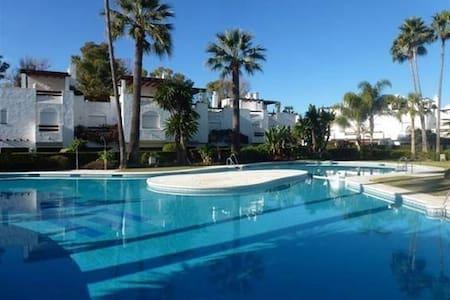 Beachside House Marbella - San Pedro De Alcantara - บ้าน