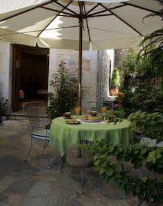 Ground floor studio with courtyard - Kardamyli