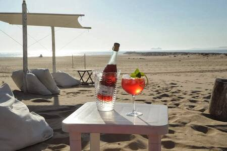 Barefoot Beach House - Beach Life