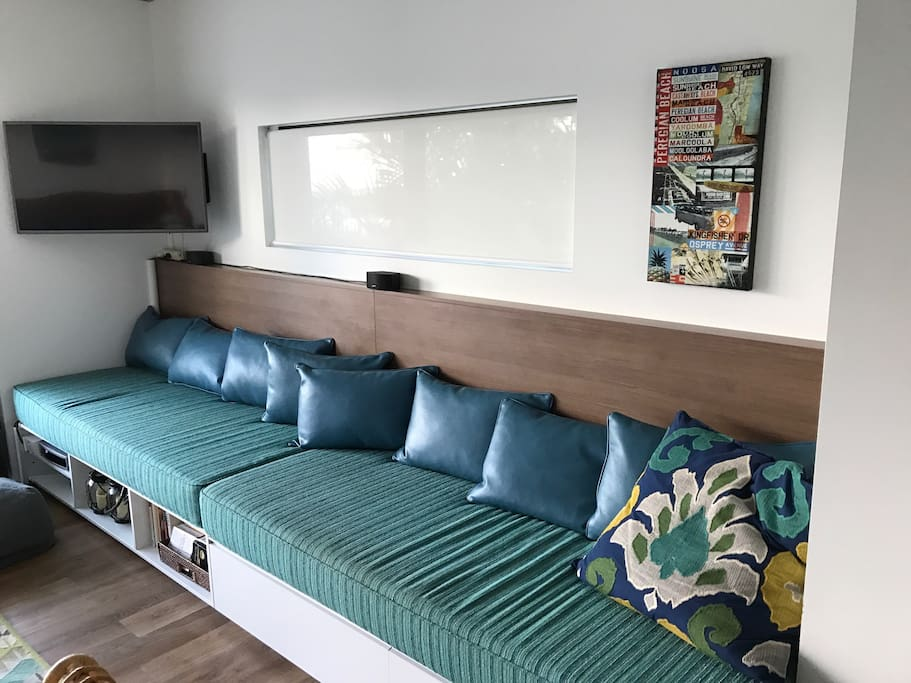Comfortable daybeds / lounge and good sized smart TV to watch Netflix, etc and recently added Bose sound system that is connected to Sonos wifi connector.