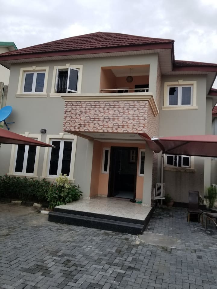 Fully Furnished 4 bedrooms fully detached duplex in Lekki Phase 1, Lagos Nigeria