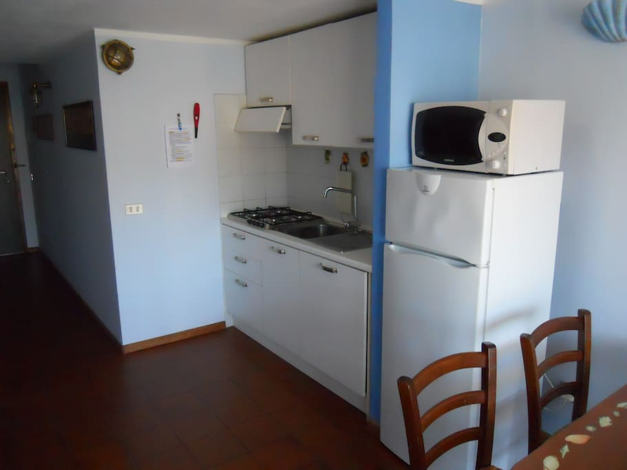 Angolo cottura + frigorifero