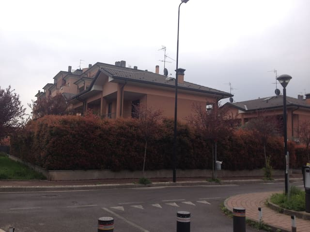 stanza con bagno in villetta - Cormano - Villa