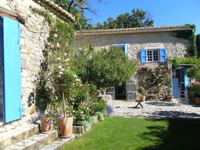 Maison ancienne en pierre et piscine - La Bastide-d'Engras - Casa
