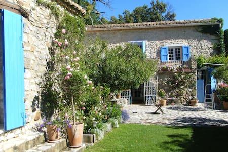 Maison ancienne en pierre et piscine - La Bastide-d'Engras
