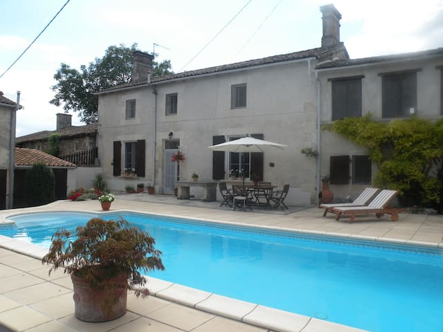 Traditional French Farmhouse - Traversay - House