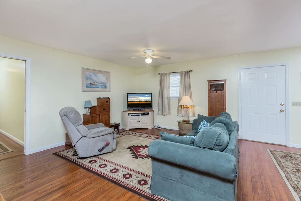 This lovely home is in a great location just off of Maddox Blvd.
