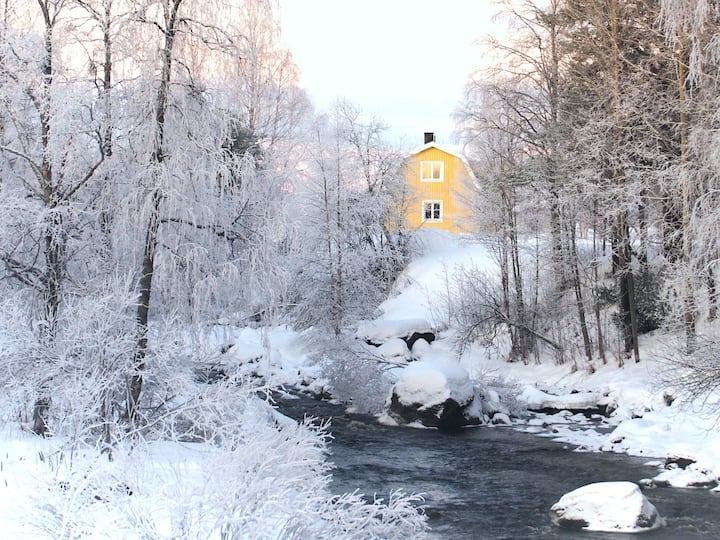 Cosy lakeside cottage - Svanstein, Swedish Lapland
