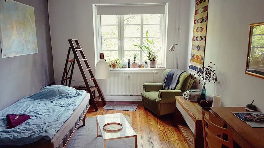 Quiet and spacious room, very central near Schanze