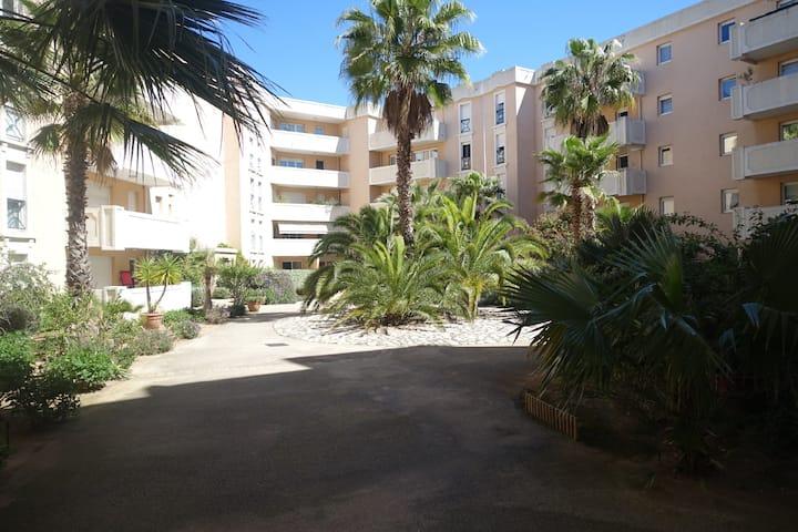 2 pièces avec piscine au centre de Hyères