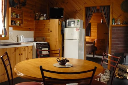 "Carinya's Family Chalet ""Roland"" - Cabin"