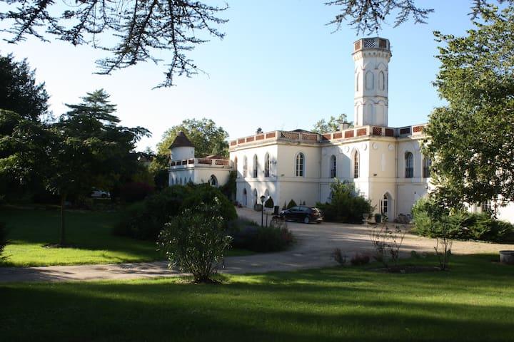 """Château de """"Castelrives"""" au bord du Tarn """"L'Emir"""" - Bessières - Hus"""