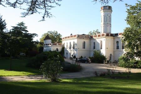 "Château de ""Castelrives"" au bord du Tarn ""L'Emir"""