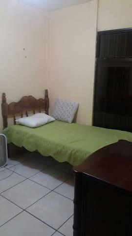 Una habitacion en casa compatida