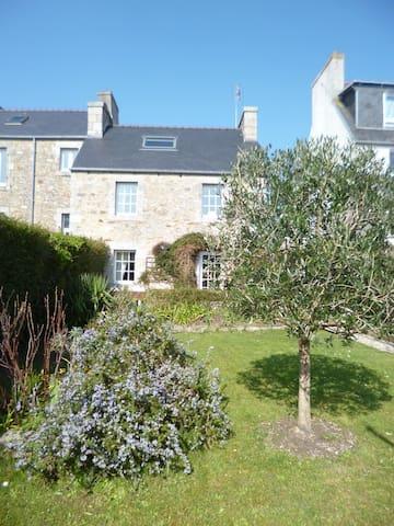 Maison avec jardin clos en ville - Saint-Pol-de-Léon - Casa