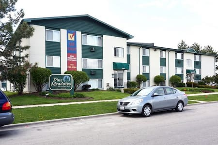 Private and Comfortable room near I55 & I80. - Joliet - Apartment