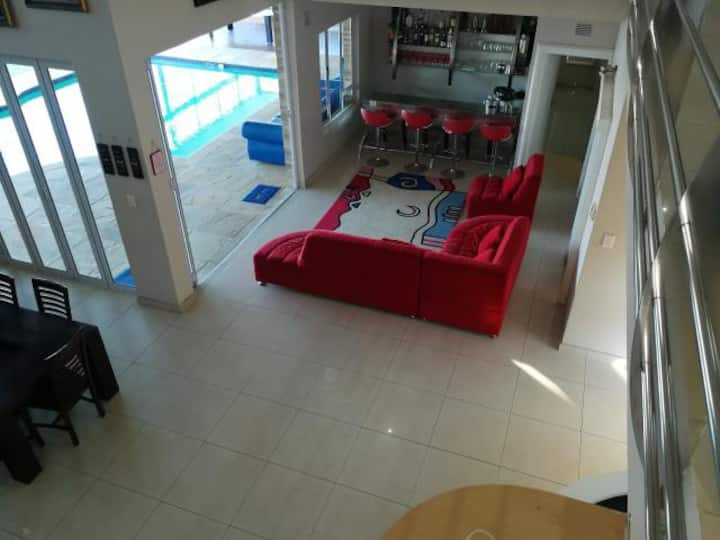 Umhlanga Villa - Entire Home For Hire *10 sleeper