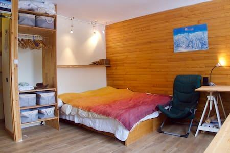 Modern studio for 2/3 • Ski in/out • Wifi • Pool