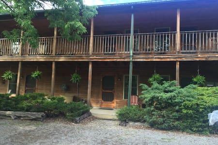 Oak Haven Lodge/Inn & Oasis - Floyd - Naturstuga