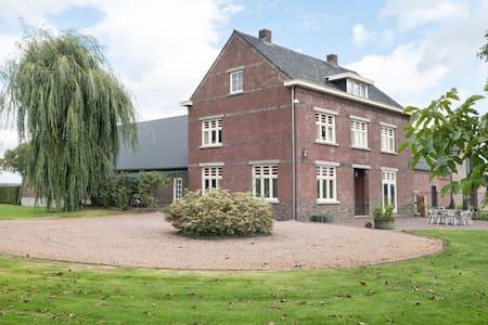 Cozy Villa in Broekhuizenvorst near Nature Reserve De Maasduinen