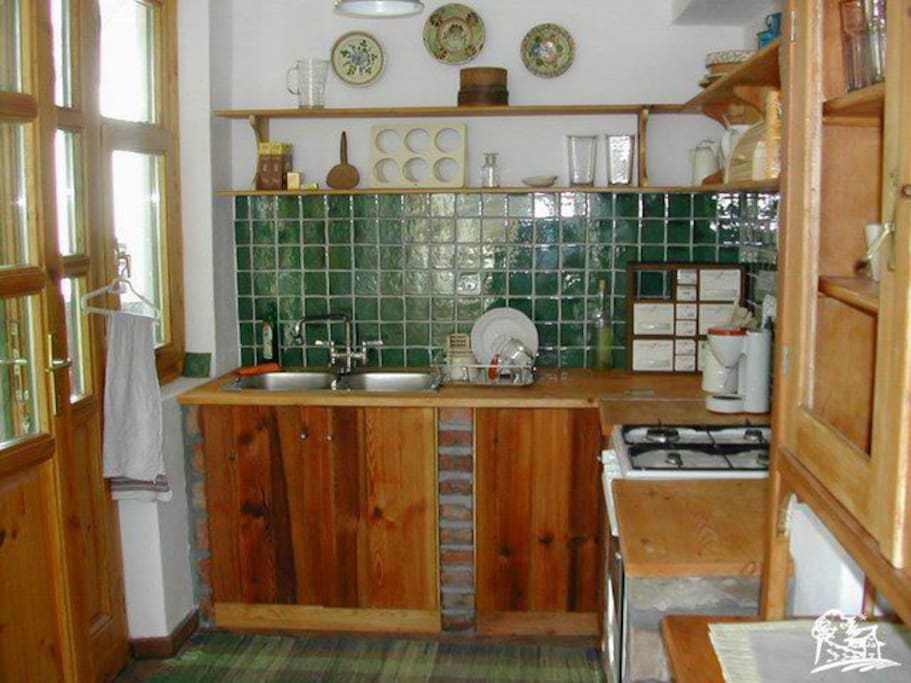 kitchen full equiped: microvawe, coffemaker, toaster, basic spices