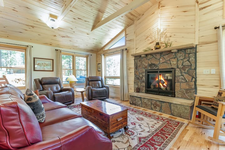 New listing! Perfect cabin in the woods w/ fireplace & mountain views - dogs OK