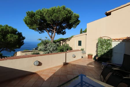 Trilocale con terrazza vista mare - Campo Nell'Elba - Apartemen