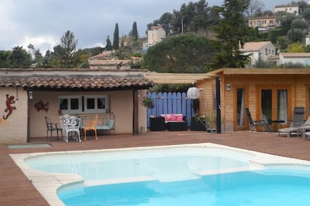 A Perfect Retreat By The Pool - Vence - Blockhütte