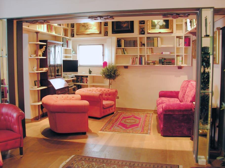 Soggiorno: Salotto / Living: Sofas Area
