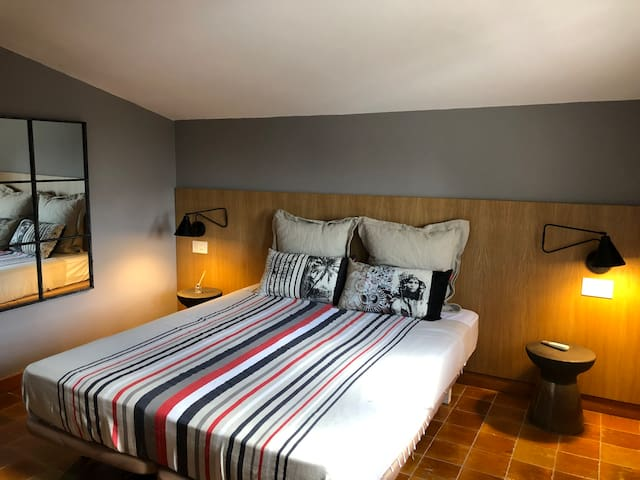 The fifth bedroom on the top floor with 100% cotton bed sheets and en suite bathroom with high quality towels from Egypt, newly remodeled