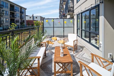 NEW! Private patio + PARKING + 1BDR ❣ of Chinatown