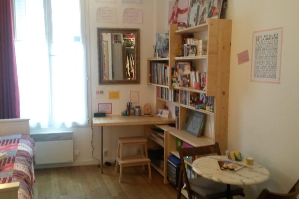 Soyez la bienvenue dans mon paradis! Studio tout neuf, lumineux, parquet au sol, adorable et confortable. Internet, cuisine équipée, belle salle de bain avec chauffe-serviettes!