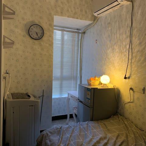 福州仓山万达爱琴海奥体江滨附近温馨小房间民宿独立卫生间冰箱设备齐全精美装修