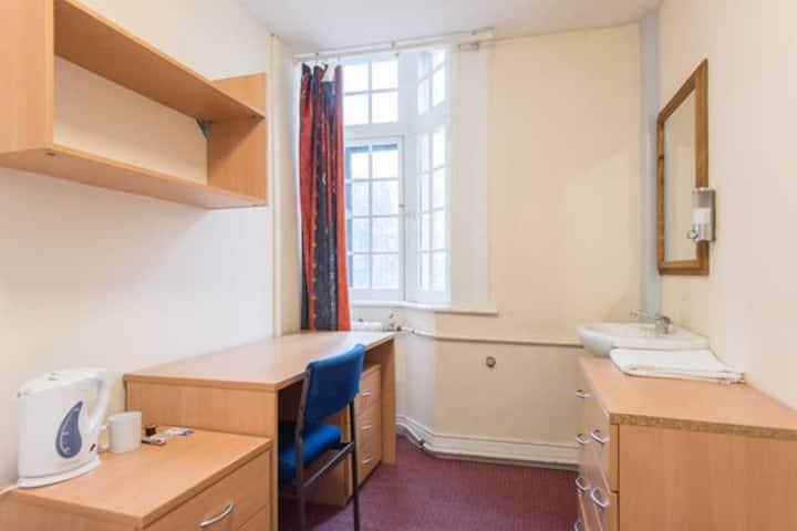Single room in London theatreland!